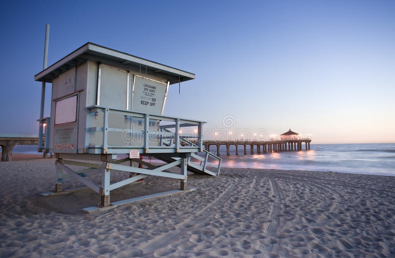 Download Life Guard Tower And Manhattan Beach Pier Stock Photo - Image: 19368310