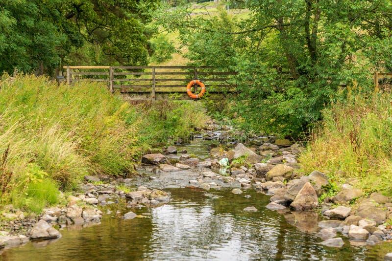 Lifebelt na drewnianym footbridge zdjęcie stock