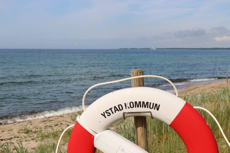 Lifebelt przed morzem bałtyckim zdjęcie royalty free