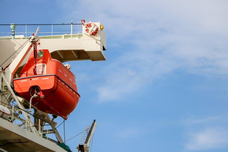 Lifeboat lub łódź ratunkowa na wsporniku obraz royalty free