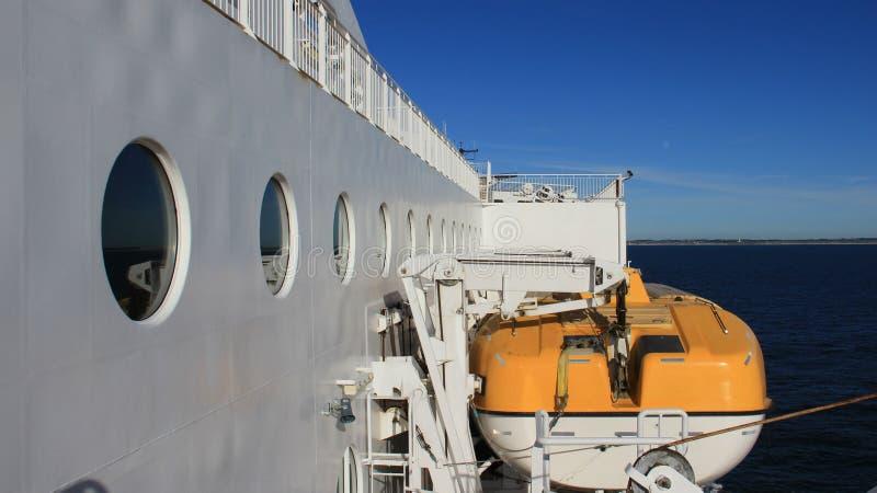 Lifeboat na promu zdjęcia stock