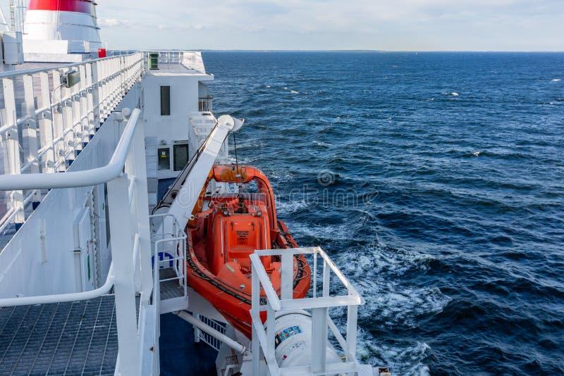 Lifeboat na promu obraz stock