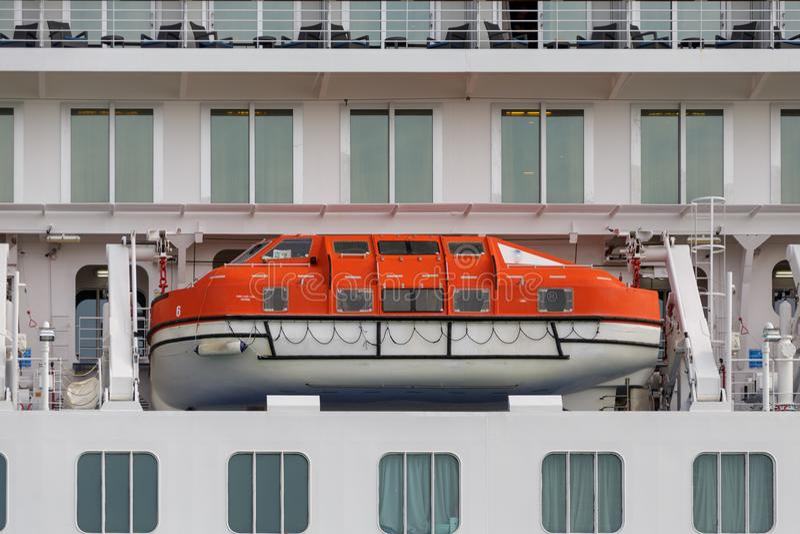 Lifeboat na statku wycieczkowym w Wenecja schronieniu fotografia stock