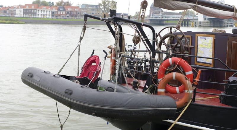 Download Lifeboat z spacerowiczem zdjęcie stock. Obraz złożonej z żeglowanie - 28971376