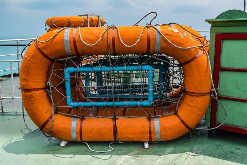 Download Lifeboats photo stock. Image du bateau, sens, évasion - 76087576