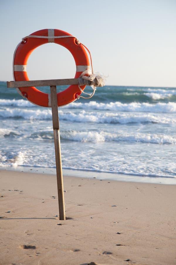 Lifebuoy на пляже стоковое фото rf