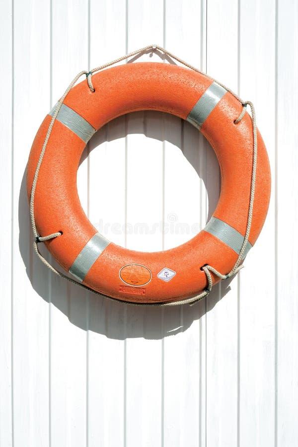 Lifebuoy alaranjado na cerca fotografia de stock royalty free