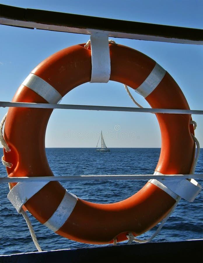 Lifebuoy i żeglowanie łódź obraz royalty free