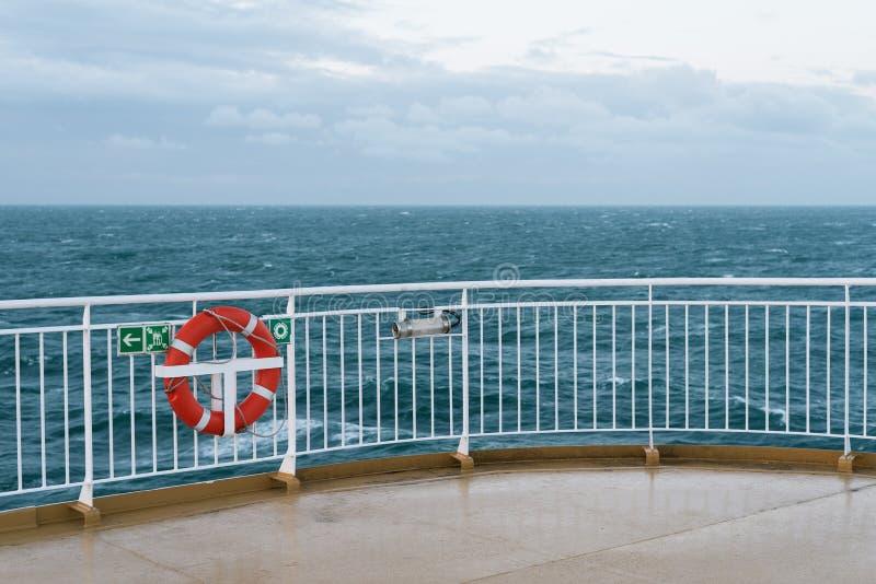 Lifebuoy na pokładzie statek obraz royalty free