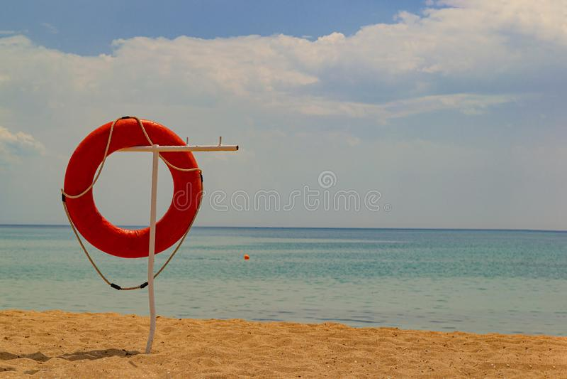 Lifebuoy na praia fotografia de stock royalty free