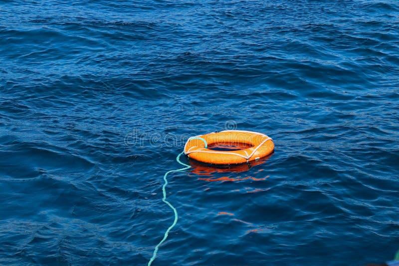 Lifebuoy sobre as ondas no mar foto de stock royalty free
