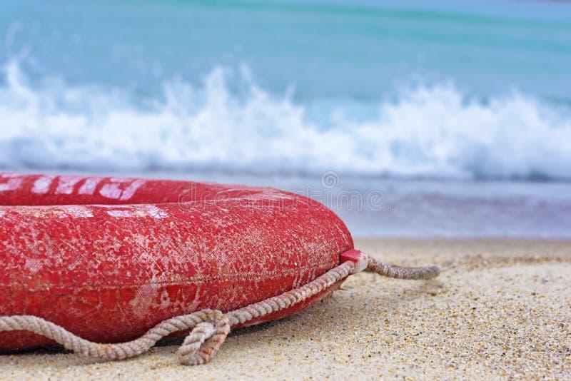 Lifebuoy sur la plage photos stock