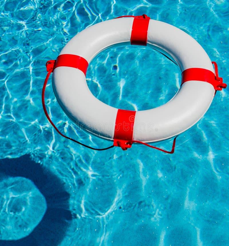 Lifebuoy w pływackim basenie obraz stock