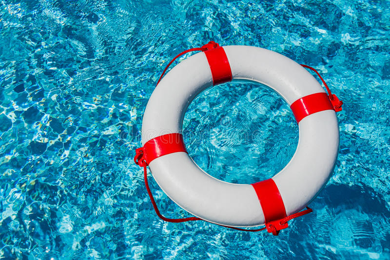 Lifebuoy w pływackim basenie zdjęcia royalty free