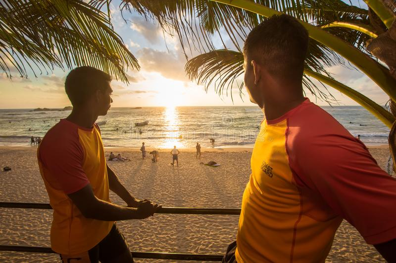 Lifeguards σε ένα καθήκον στην παραλία της Σρι Λάνκα στοκ εικόνα με δικαίωμα ελεύθερης χρήσης