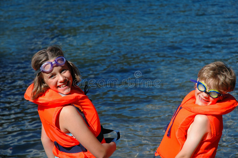 lifejackets παιδιών θάλασσα στοκ φωτογραφία με δικαίωμα ελεύθερης χρήσης