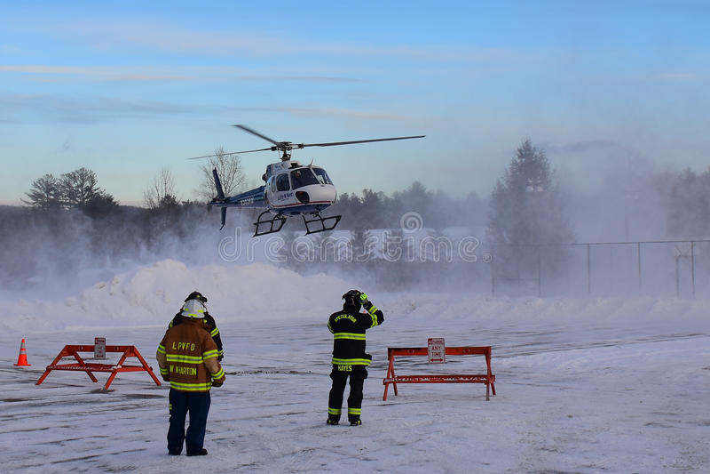 Lifenet helikopterlandning fotografering för bildbyråer