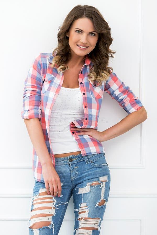 lifestyle Bella ragazza in jeans fotografia stock