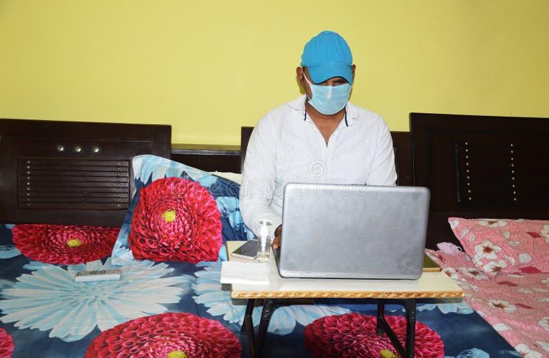 Lifestyle-Portrait während der Epidemie Covid-19 lizenzfreie stockfotografie