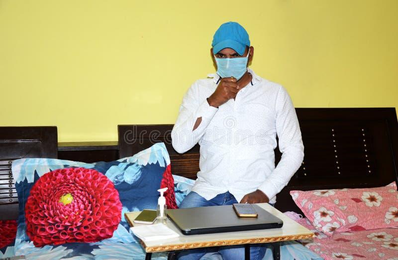 Lifestyle-Portrait während der Epidemie Covid-19 lizenzfreies stockfoto