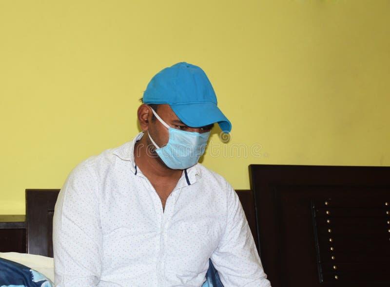 Lifestyle-Portrait während der Epidemie Covid-19 lizenzfreie stockfotos