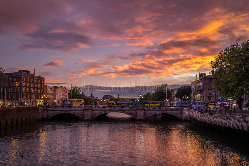 Liffey河在都伯林,爱尔兰 免版税库存照片
