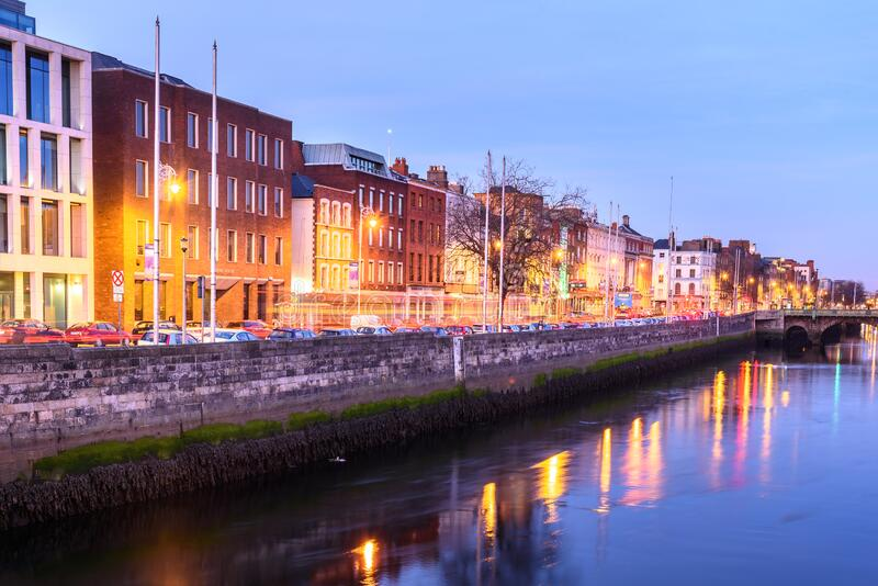 Liffey River em Dublin, Irlanda imagens de stock