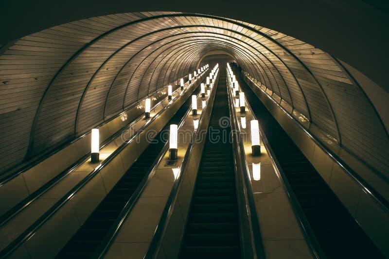 Lift bij één van de metro posten in Moskou stock afbeeldingen
