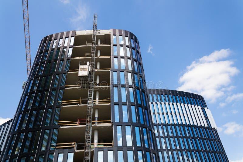 Lift van Pega-hijstoestel op wolkenkrabberbouwwerf royalty-vrije stock afbeeldingen