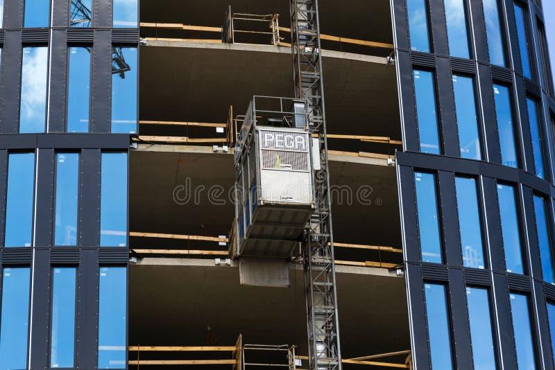 Lift van Pega-hijstoestel op wolkenkrabberbouwwerf royalty-vrije stock afbeelding