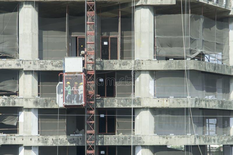 Lift voor bouw het arbeiders omhoog hoogtepunt royalty-vrije stock foto