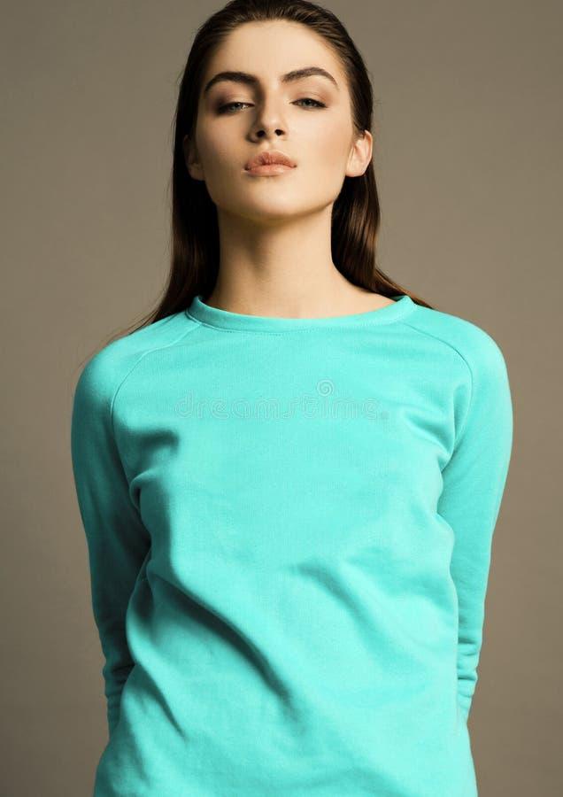 Ligação em ponte brilhante bonita de turquesa do modelo de forma imagens de stock royalty free