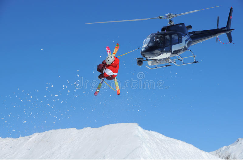 Ligação em ponte de esqui com neve fotos de stock royalty free