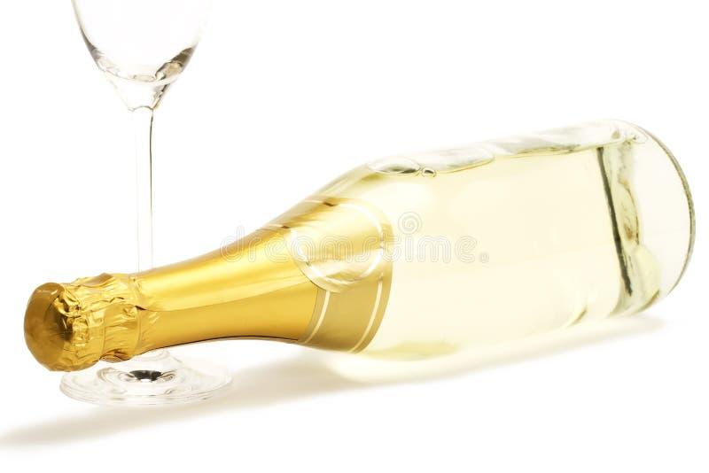 ligga för glas för flaskchampagne tomt fotografering för bildbyråer