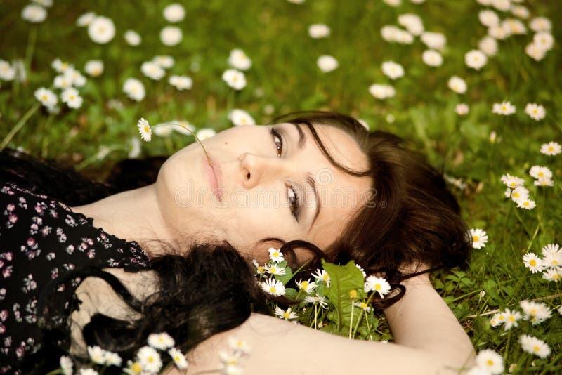 Download Liggande äng för flicka arkivfoto. Bild av folk, lawn - 19797096