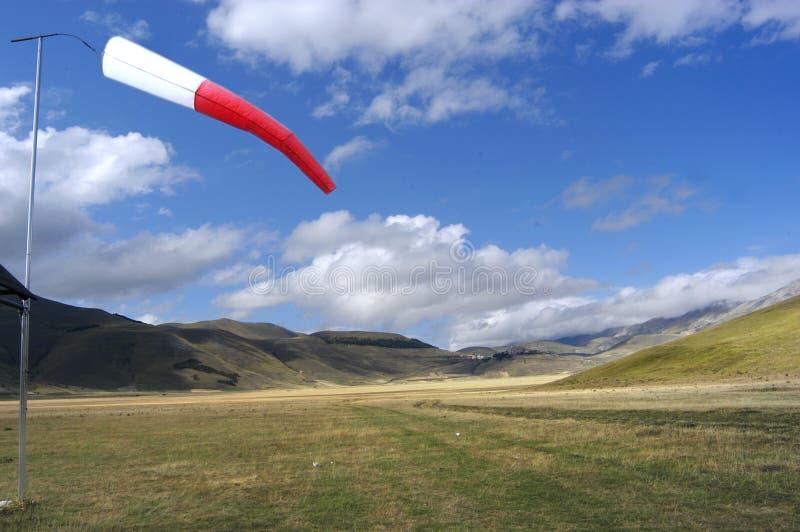 Download Liggande arkivfoto. Bild av antoninus, berg, liggande, wind - 236178