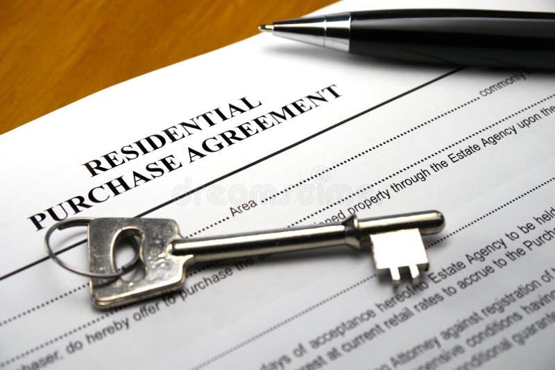 Liggande egenskapsavtal för penna royaltyfria bilder