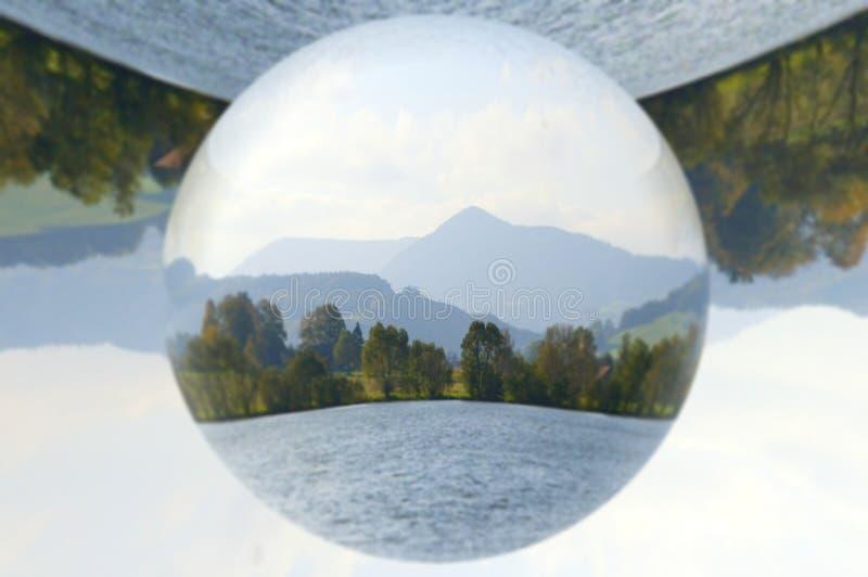 Liggande i glassfär arkivbild