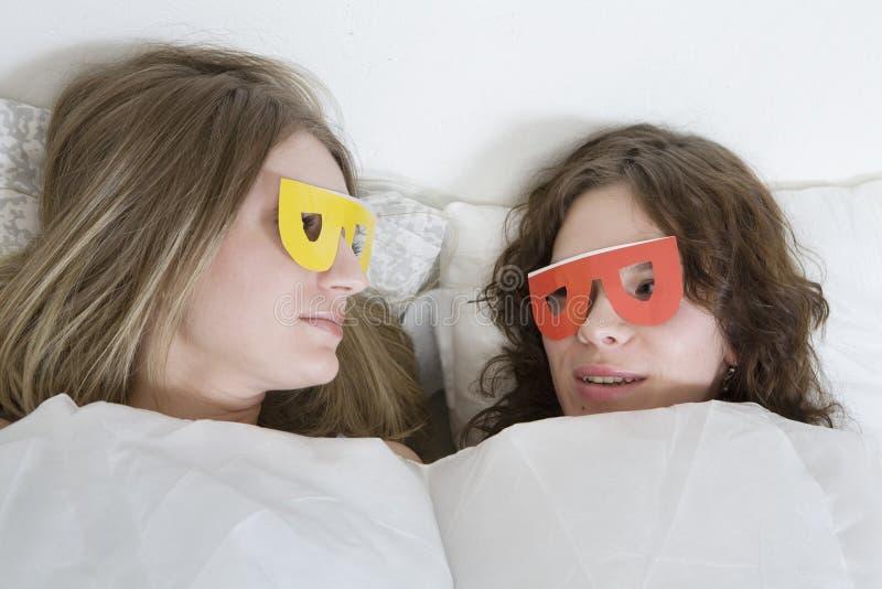 liggande paper kvinnor för underlagexponeringsglas royaltyfria foton