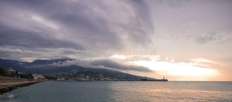 liggandehav yalta arkivfoto