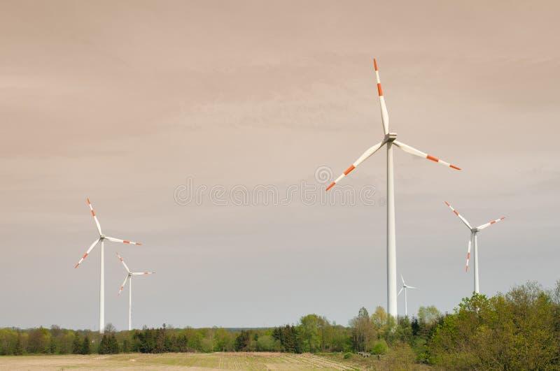 liggandewindmills royaltyfri bild