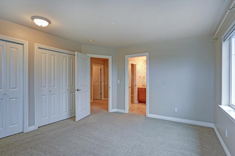 Light empty room interior with open door to a bathroom. royalty free stock photos