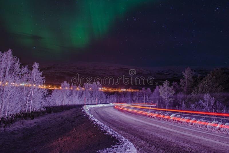 Lightbeams sous les lumières du nord image libre de droits