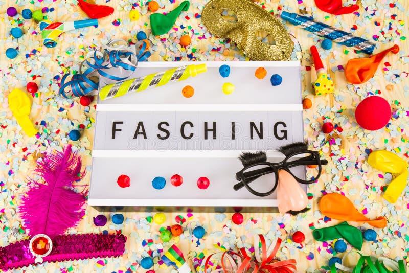 Lightbox med text Fasching betyder lycklig karneval arkivfoto