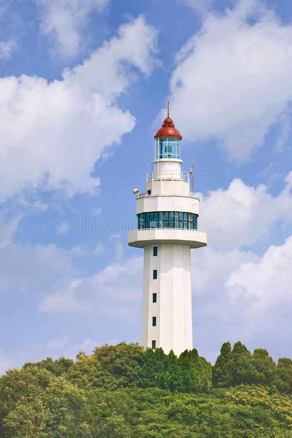 Free Lighthouse On A Lush Green Hill, Yantai, China Stock Images - 93077024
