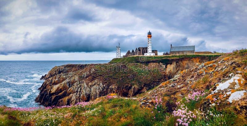 Lighthouse Pointe de San-Mathieu, Brittany Bretagne, Francia immagine stock libera da diritti