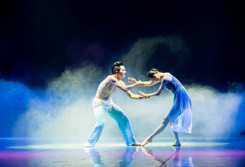 Lightnessen av denkines folkdansen arkivbilder