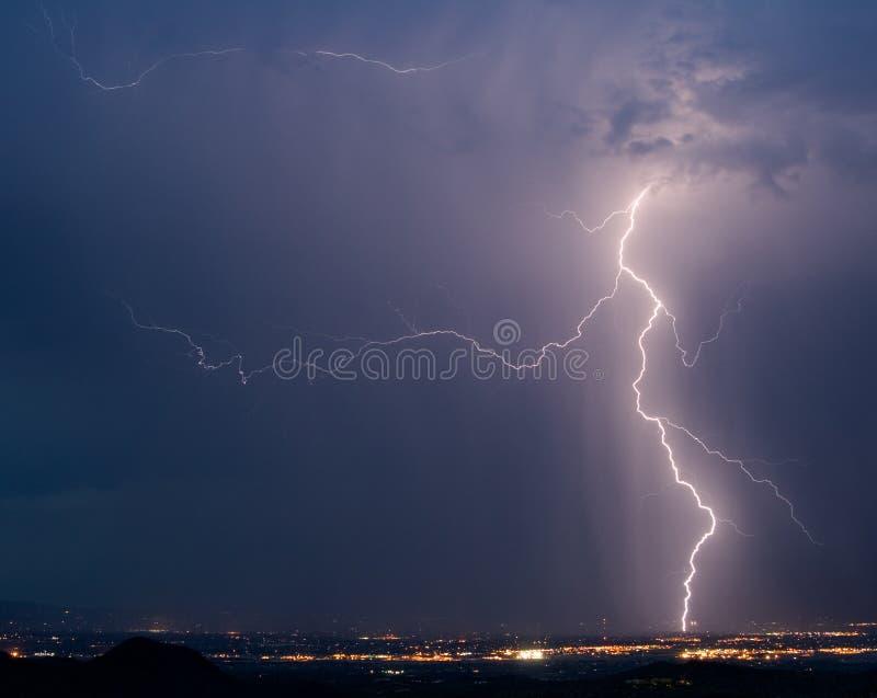 lightning over tucson στοκ εικόνες