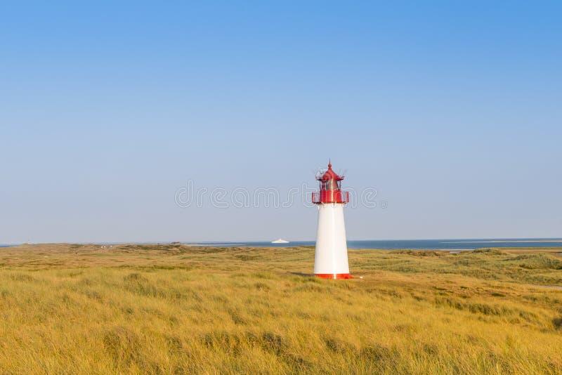 Lightouse na diunie na Sylt wyspie Niemcy zdjęcia stock
