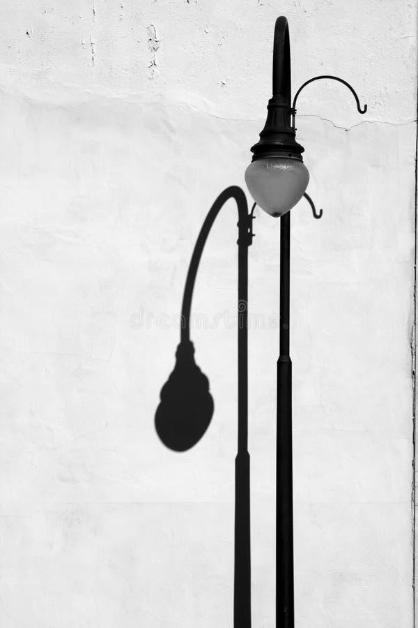lightpostskugga royaltyfri foto